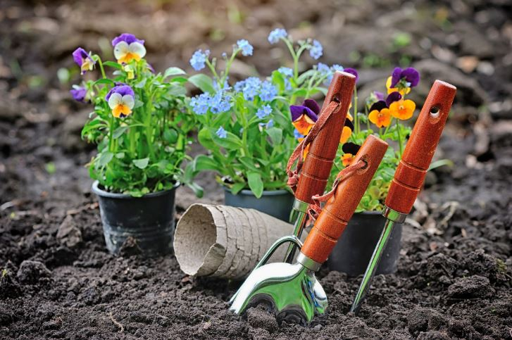 Landscaping Highest Paying Summer Jobs for College Students